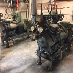 2 stk. identiske Ammoniak kølekompressorer